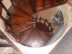 Винтовая лестница из массива - Лестницы для дома