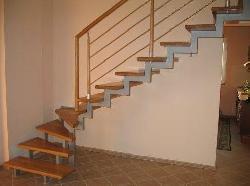 Лестница на металлическом косоуре - Лестницы для дома